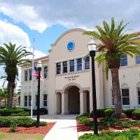 Photo of Jacksonville, Florida city hall with two palm trees.